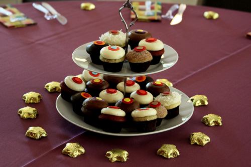 Cupcakes on tiered stands as a centerpiece at sophie-world.com
