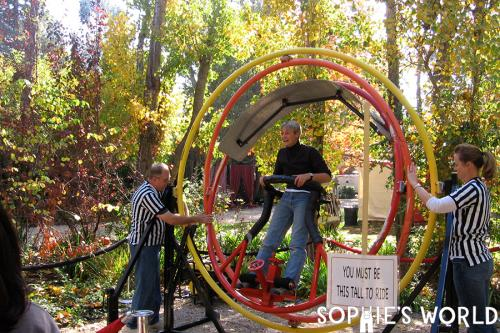 Halloween Party Games-Sophie Spinning-Creepy Circus|sophie-world.com