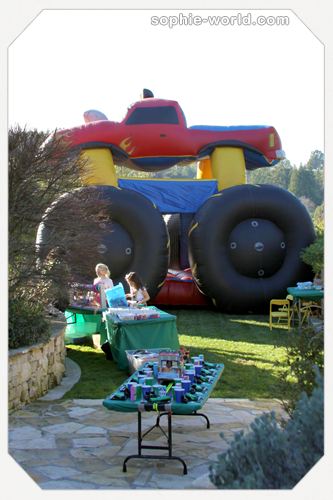 Some bounce houses are just too big|sophie-world.com