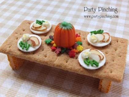 tiny thanksgiving table | sophie-world.com