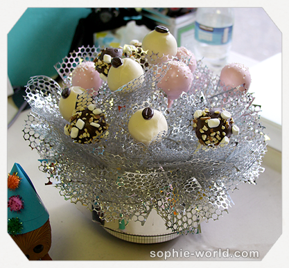 Cake pops are a great way to control sugar intake|sophie-world.com