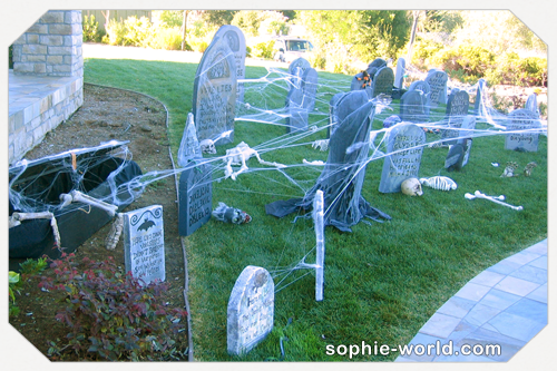 Our spooky graveyard|sophie-world.com