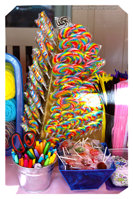 A lollipop stand makes it extra sweet|sophie-world.com
