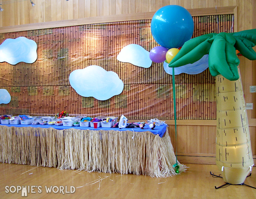 Decor for the monkey party sophie-world.com