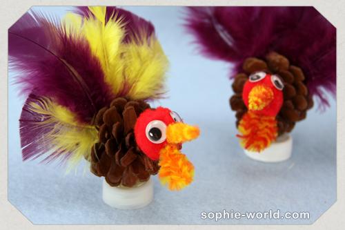 Make simple turkeys from pine cones|sophie-world.com