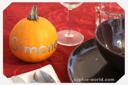 You can decorate small pumpkins as placecards|sophie-world.com