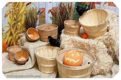 Throw pumpkins into baskets as a Fall game sophie-world.com
