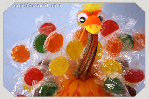 Use lollipops to create a sweet turkey at sophie-world.com