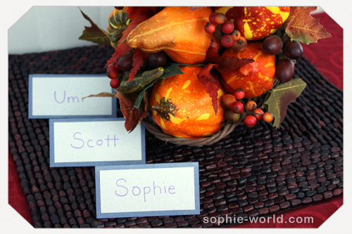 basic tent cards for Thanksgiving from sophie-world.com