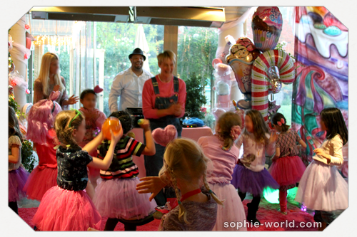 Sophie dancing with the kids at a party|sophie-world.com