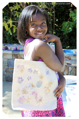 Kid's can decorate their own tote bags|sophie-world.com