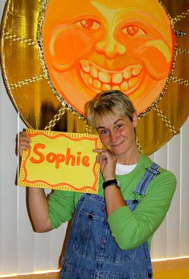 Sophie with a thank you card|sophie-world.com