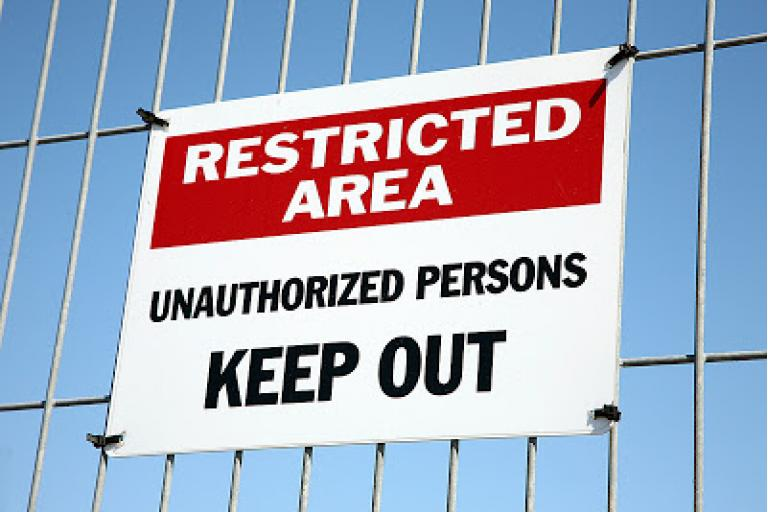 Use signs to restrict access at parties|sophie-world.com